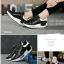 รองเท้าผ้าใบสีดำ ทรงสปอร์ต สูง 2 นิ้ว ซับใบนิ่ม thumbnail 5