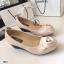 รองเท้าคัทชูส้นเตารีดแต่งกุหลาบด้านหน้า (สีครีม ) thumbnail 3