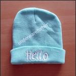 หมวกไหมพรมสีเขียว ( pastel ) ปัก hello