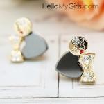 ต่างหูแฟชั่นเกาหลี ต่างหูหัวใจสีดำเล็กแต่งโบว์ทองฝังเพชรสลักข้อความ LOVE