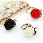 แหวนแฟชั่นเกาหลี แหวนกุหลาบวินเทจแต่งพลอยขาว (Free Size)