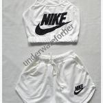 ชุด เสื้อสายเดี่ยว กางเกงขาสั้น สีขาว
