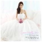 b-0206 ชุดแต่งงานแบบเกาะอก สวยเก๋ด้วยกระโปรงดอกไม้ หรูหราสง่างาม