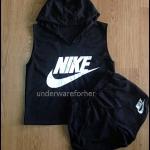 เสื้อแขนกุด มีฮู้ด พร้อมกางเกงขาสั้น สีดำ