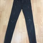 กางเกงยีนส์แฟชั่นมาแรง ขาตนิดหน่อย เป็นกางเกงยีนส์ยืดเอวสูง ใส่แบบ เท่ห์ ๆ โชว์รูปร่าง