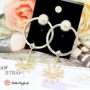 ต่างหู Premium ต่างหูวงสีทองปลายดอกไม้ประดับมุกและพลอยขาว