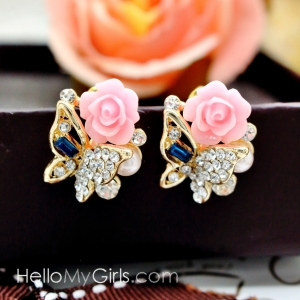 ต่างหูแฟชั่นเกาหลี ต่างหูผีเสื้อฝังเพชรแต่งดอกกุหลาบสีชมพู มุกและพลอยสีน้ำเงิน