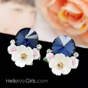 ต่างหู Premium ต่างหูคริสตัลกลมสีน้ำเงินแต่งดอกไม้ขาว